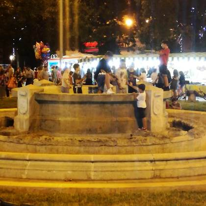 fontana piazza Vittorio Emanuele Aversa1