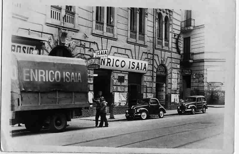 2 Negozio Tessuti ISAIA, Napoli 1920_bn