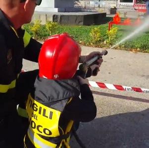 bambino vigili fuoco