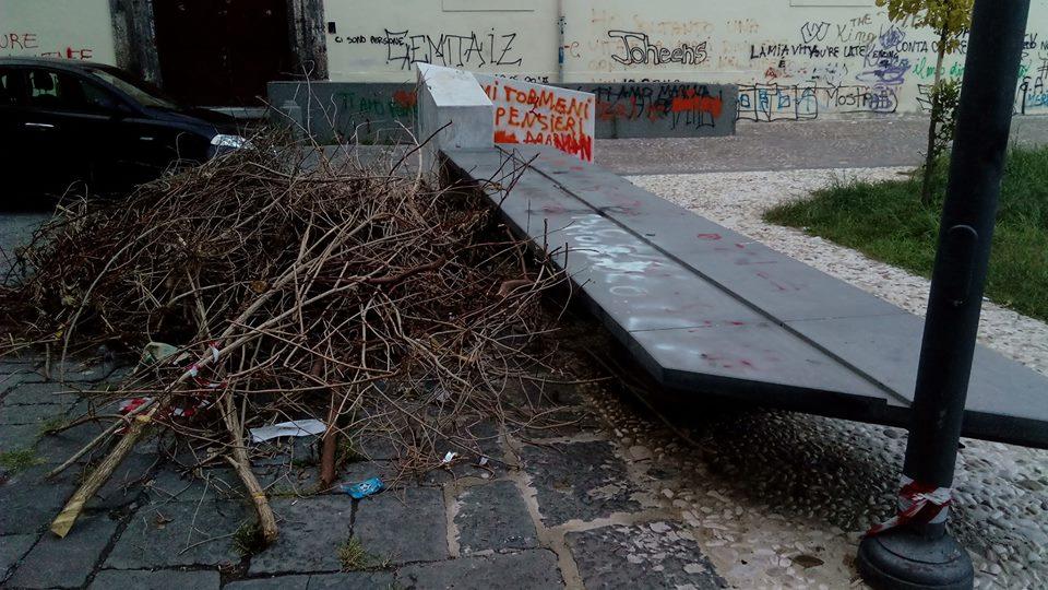 aversa, piazza cirillo munnezza