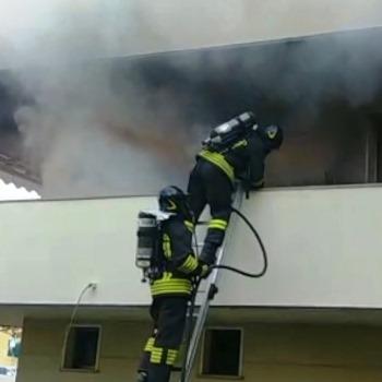 vigili fuoco incendio appartamento