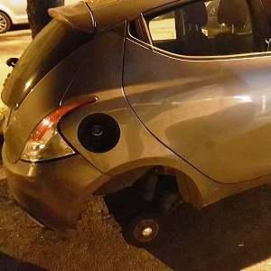 aversa furto pneumatici