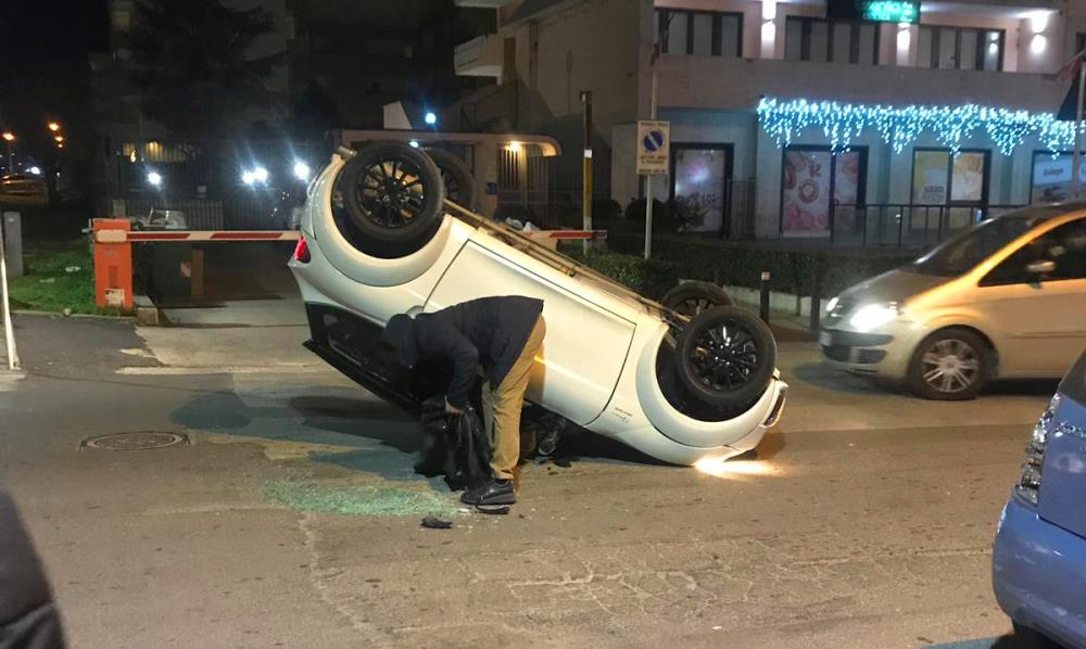 aversa microcar incidente2