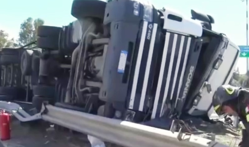 camion ribaltato incidente