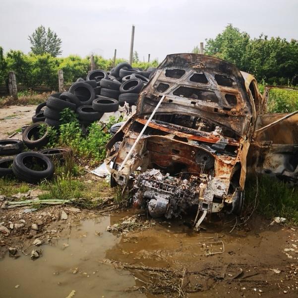 rifiuti auto bruciata incendio (1)