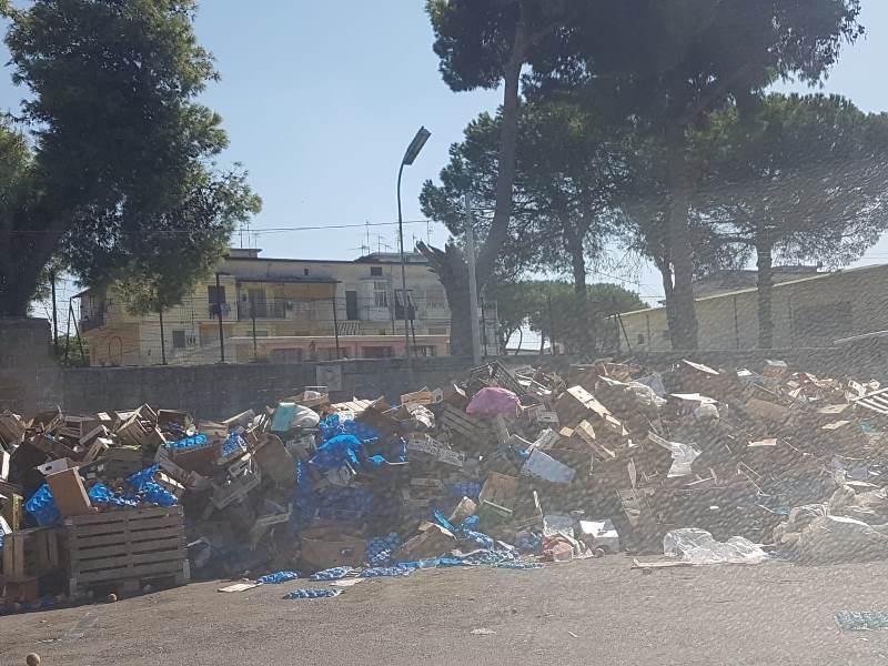 aversa mercato ortofrutt rifiuti (12)