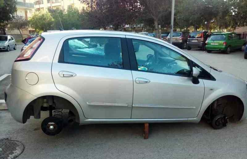 furto pneumatici