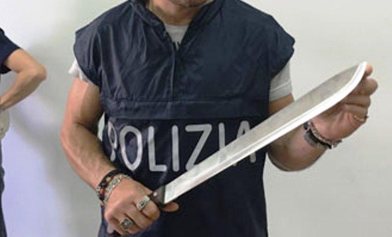 machete-polizia-a