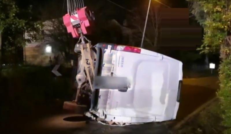 camion ribaltato furgone