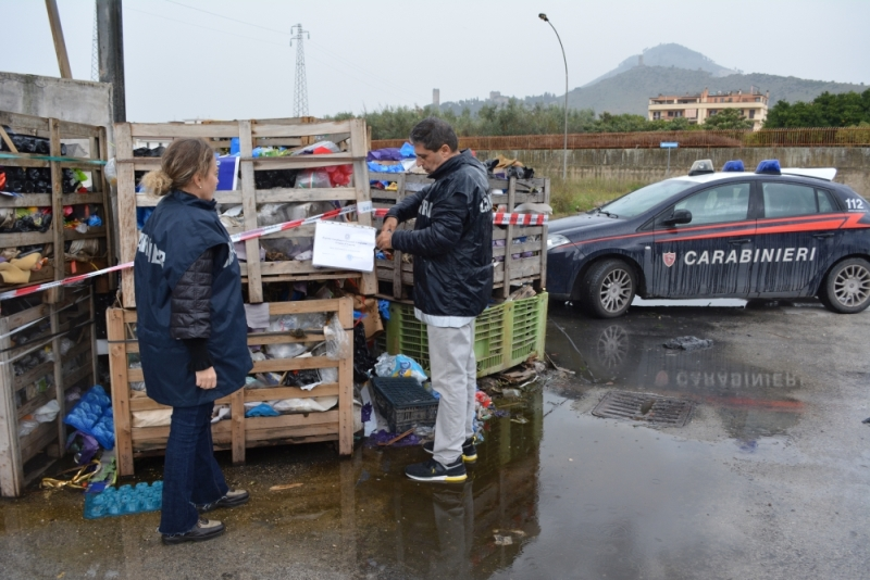 maddaloni mercato ortofrutt rifiuti (2)