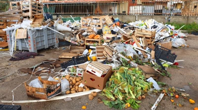 maddaloni mercato ortofrutt rifiuti (6)