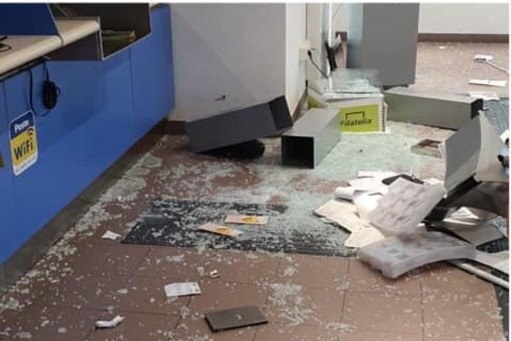 reddito cittadinanza distrugge ufficio postale (4)