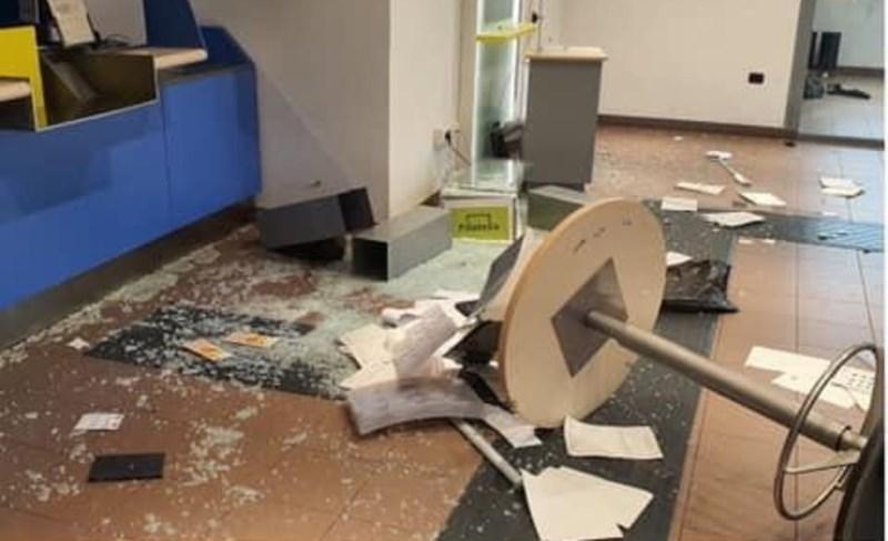 reddito cittadinanza distrugge ufficio postale (9)