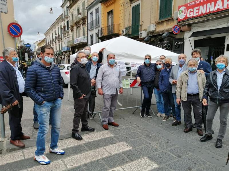 mercato via roma2