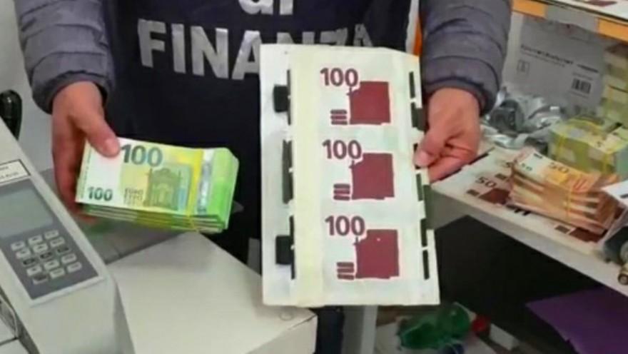soldi banconote contraffatte