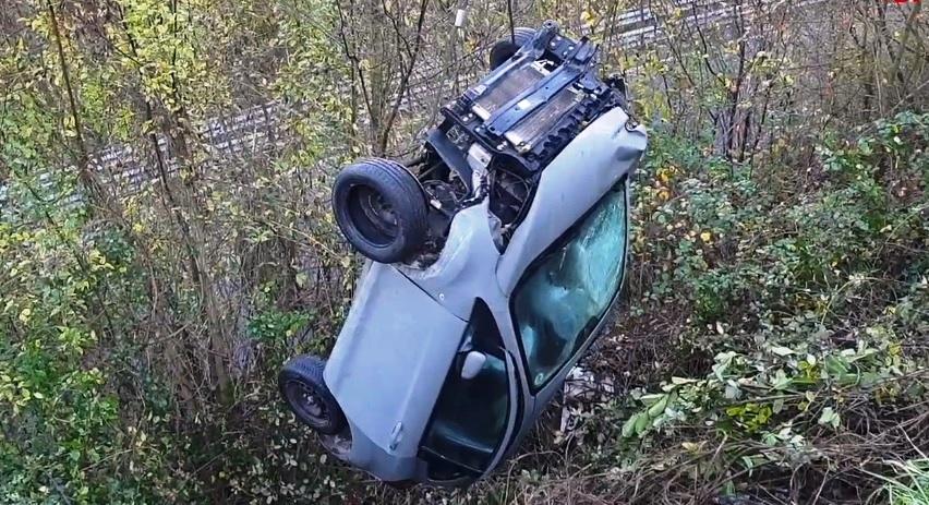 auto incidente scarpata