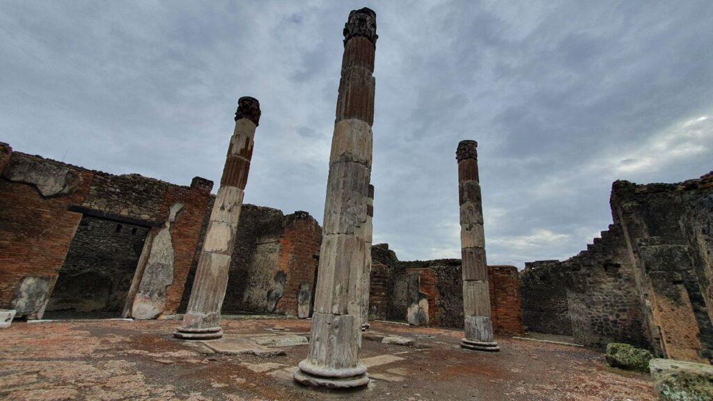pompei colonne casa fauno (1)