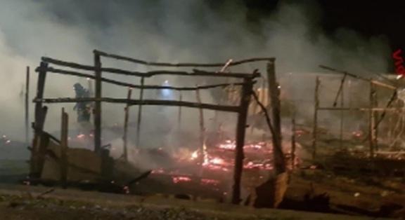 incendio baracca