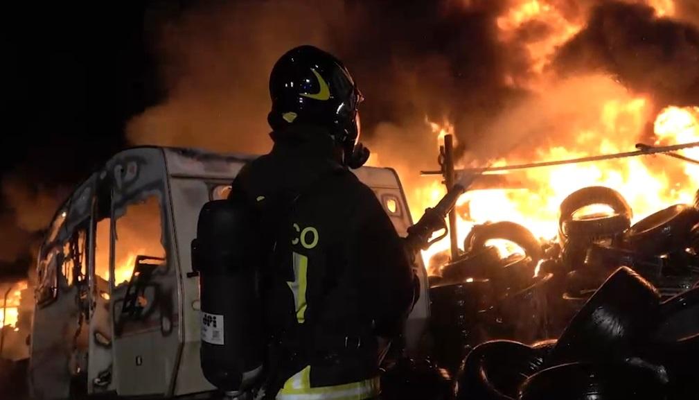 incendio camper pneumatici