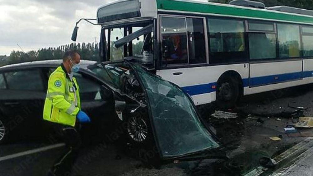 bus auto incidente
