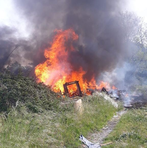 incendio rifiuti cappuccini 26apr21 (1)