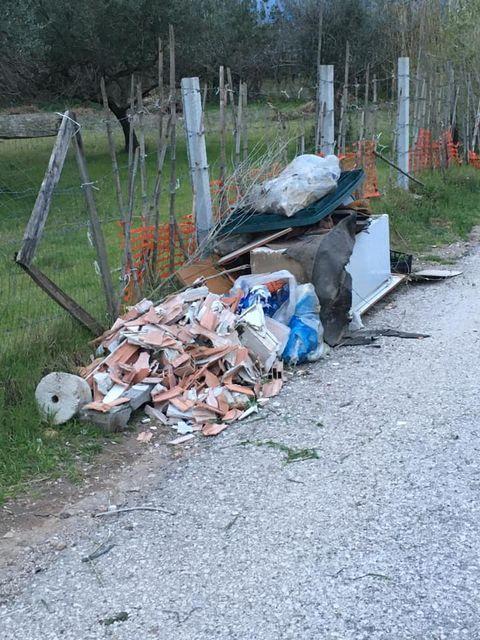 mondragone appia antica rifiuti (17)