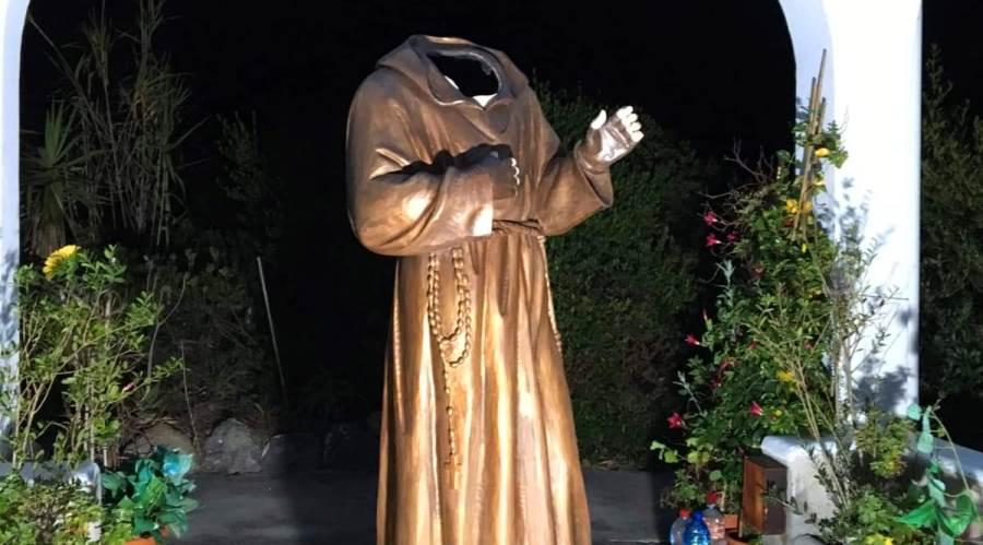 statua padre pio decapitata