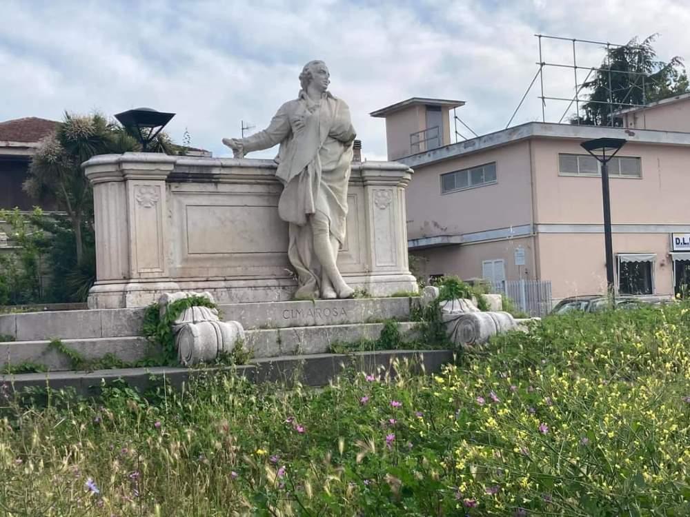 erbacce monumento cimarosa