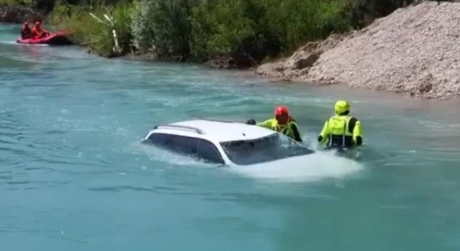 auto acqua lago