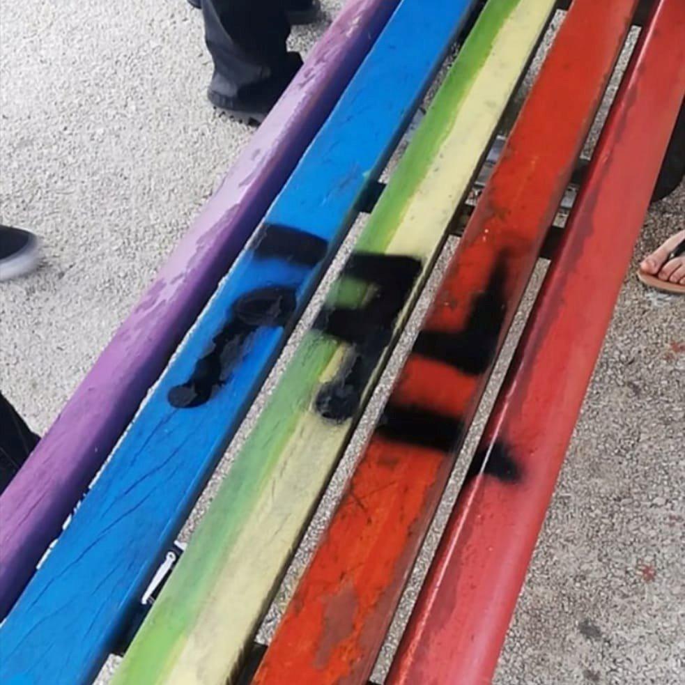 panchina svastica