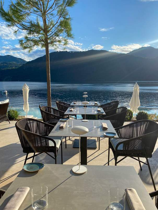Laqua-lake-beach-club-tavoli