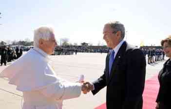 Benedetto XVI con George W. Bush