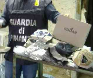 Guardia di Finanza sequestra Hogan contraffatte
