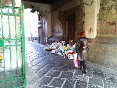 Rifiuti In Via Roma