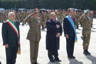 Petteruti Gen Gibellino Monaco De Franciscis E Gen Iannuccelli Al Monumento Ai Caduti In Iraq