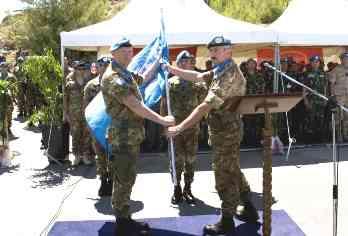 Generale Iannuccelli Riceve La Bandiera Onu Dal Generale Ruggiero