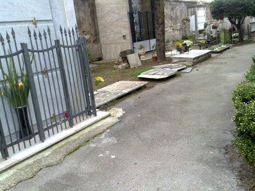 Cimitero 11