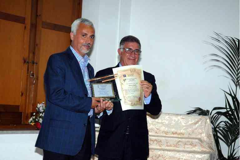 3 Classificato Sez. Lingua. Il Presidente Della Pro Loco Renato Del Vecchio Consegna Il Premio A Salvatore Palladino