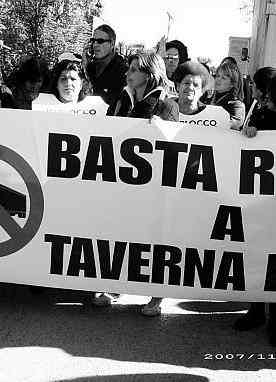 protesta a Taverna del Re