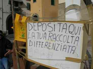 raccolta differenziata in Piazza Camposcino