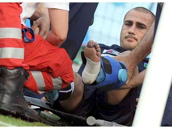infortunio cannavaro (foto Ansa)
