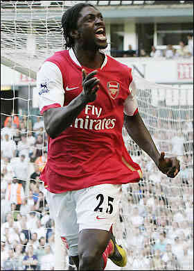 Adebayor autore del pari dell'Arsenal